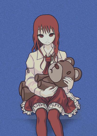 クマの人形を抱く